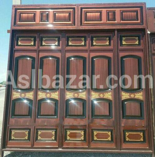 Lacquered metal gate